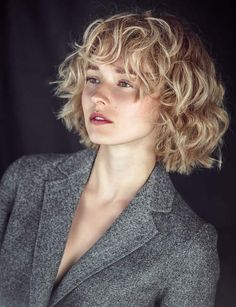 66 Chic Short Bob Hairstyles & Haircuts for Women in 2019 - Hairstyles Trends Curly Hair With Bangs, Curly Hair Cuts, Short Curly Hair, Curly Hair Styles, Curly Bob With Fringe, Blonde Curly Bob, Cute Hairstyles For Short Hair, Curly Bob Hairstyles, Grunge Hair