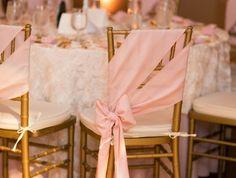 hausse-de-chaise-mariage-pas-cher-et-une-chaise-en-fer-pour-votre-mariage-bien-decorer