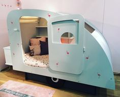 Hoe te gek is dit caravanbed Tent Living, Wooden Room, Diy Dog Bed, Dreams Beds, Old Room, Toddler Sleep, Little Girl Rooms, Fashion Room, Kid Beds