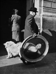 Robert Doisneau // Homme au tableau , 1952