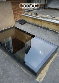 The glass on the XACT Pure Glass Flat Roof Light runs right to the edge of the frame, creating a neat finished design. This one was installed on a small flat roof rear extension in Balham, London. Roof Skylight, Roof Window, Skylights, Glass Extension, Roof Extension, Kitchen Extension Flat Roof, Flat Roof Lights, Casas Country, Roof Lantern