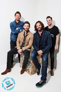 Jared Padalecki, Jensen Ackles, Misha Collins, and Alexander Calvert are saving people one last time with these photos. Supernatural Comic Con, Supernatural Pictures, Supernatural Convention, Supernatural Jensen, Supernatural Wallpaper, Jensen And Misha, Jensen Ackles, Supernatural Seasons, Sam E Dean Winchester