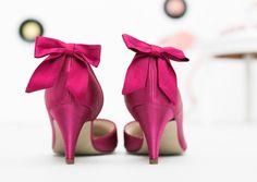 noni- gefärbte Brautschuhe von Elsa Coloured Shoes in pink mit Schuhclips in Schleifenform in pink (Foto: Le Hai Linh, Violeta Pelivan, Hanna Witte) (http://www.noni-mode.de)