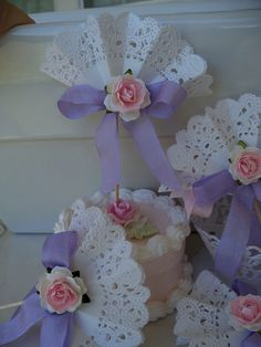 65 ideas for shabby chic party ideas paper doilies Paper Doily Crafts, Doilies Crafts, Paper Doilies, Lace Cupcakes, Diy And Crafts, Arts And Crafts, Deco Originale, Mothers Day Crafts, Paper Flowers