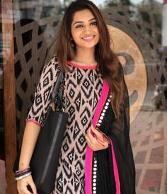 Anyone plz guide me where I can get this suit Salwar Neck Designs, Churidar Designs, Kurta Neck Design, Kurta Designs Women, Dress Neck Designs, Salwar Pattern, Kurta Patterns, Dress Patterns, Indian Dresses