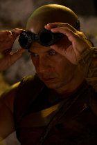 """Prview english: Riddick, Rule the Dark (2013)  Vin Diesel kommt dieses Jahr mit einer Fortsetzung ins Kino. In dem dritten Teil der """"Riddick""""-Serie darf er wieder den Antihelden geben."""