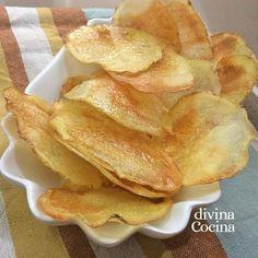 Con esta receta de patatas chips en el microondas puedes ahorrar cacharros, tiempo y calorías, porque se preparan al momento y quedan crujientes y sabrosas.