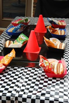 Just Deanna: Start Your Engines.It& a Race Car Party Hot Wheels Party, Hot Wheels Birthday, Race Car Birthday, Birthday Fun, Birthday Ideas, Nascar Party, Race Party, Car Themed Parties, Cars Birthday Parties