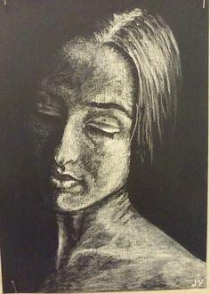 Kresba bílým pastelem podle černobílé fotografie.