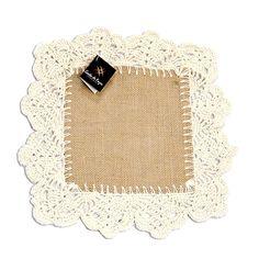 Compre aqui lindos artesanatos em juta e crochet em barbante para decorar a sua casa! São diversos tapetes, trilhos, toalhas, cortinas, puxa-sacos, etc.