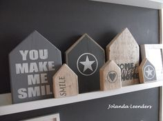 Knutsels van Jolanda Huisjes steigerhout Pallet Crafts, Wood Crafts, Deco Rose, Miniature Houses, Home And Deco, Little Houses, Painting On Wood, Wood Art, Wood Projects