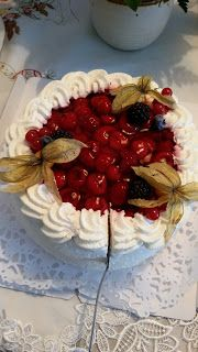 Sadepäivän pisaroita Cake, Desserts, Food, Tailgate Desserts, Deserts, Food Cakes, Eten, Cakes, Postres