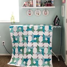 Windy City quilt pattern by Andy of A Bright Corner - great for using jelly roll strips, layer cake squares, or fat quarters. A modern take on a traditional star quilt! Star Quilts, Easy Quilts, Quilt Blocks, Quilting Tips, Quilting Tutorials, Quilting Designs, Jelly Roll Quilt Patterns, Modern Quilt Patterns, Jellyroll Quilts
