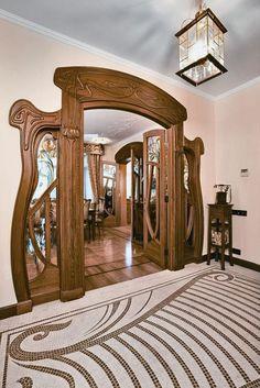 Porta em estilo Art Nouveau.