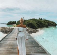 Image uploaded by sündos. Find images and videos about girl, fashion and beach on We Heart It - the app to get lost in what you love. Disney Instagram, Instagram Girls, Instagram Fashion, Instagram Ideas, Instagram Pose, Wanderlust Travel, 90s Fashion, Fashion Outfits, White Fashion