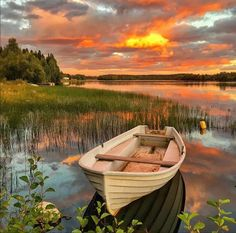 Boat in sunset Beautiful World, Beautiful Places, Beautiful Pictures, Wonderful Places, Pictures To Paint, Nature Pictures, Nature Images, Landscape Photography, Nature Photography