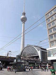 Fernsehturm und S- Bahnhof ALexanderplatz