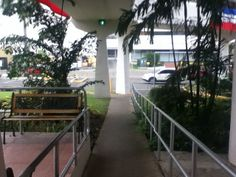Barandas bajo puente peatonal. Hospital Paitilla