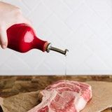 Rub the steak with oil: Drizzle a little oil over the steak and use your fingers or a brush to spread it evenly over the steak and on the sides. Steak In Oven, Perfect Steak, Juicy Steak, Oven Racks, Steak Recipes, Fingers, Cooking, Oil, Beef