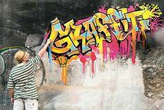 Encontrei esse homem fazendo esse grafite incrível e tive que tirar uma foto pra mostrar pra vocês.