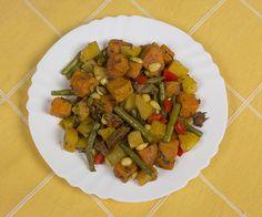 Gele bieten, sperziebonen, paprika, reepjes met rundvleessmaak, amandelen en zoete aardappel