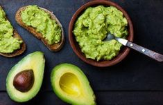 Benefits of Avocado (and 25 Avocado Recipes) There are many health benefits of avocado because of its healthy fats and vitamins. Try these 25 delicious and healthy ways to eat them! Avocado Guacamole, Avocado Toast, Healthy Fats, Healthy Eating, Healthy Breakfast Recipes, Healthy Recipes, Delicious Recipes, Healthy Foods, Fat Burning Foods