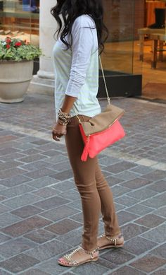 Nude skinny jeans, white top, gold jewelry and accents with the perfect addition of a half neon colorblock bag. Overall a great look!