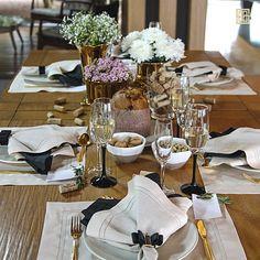 Esta mesa de Natal está recheada de leveza, elegância e uma certa dose de romantismo! Shop online> http://www.lolahome.com.br/look/96/mesa-classica-de-natal-e-ano-novo.aspx