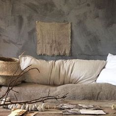 The design aesthetic ''Wabi-sabi'' which shaped up in 2018 is still the décor trend of the moment. The Japanese decor trend will be huge in 2019 as well. Wabi-sabi is in spirit with Japanese way of… Villa Design, Design Hotel, House Design, Wabi Sabi, Interior Design Minimalist, Decor Interior Design, Diy Interior, Asian Interior, Church Interior
