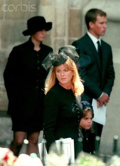 Sarah holding Princess Eugenie's hand, with Peter and Zara Phillips in the background, at Princess Diana's funeral September 1997 Princess Diana Images, Princess Diana Funeral, Princess Beatrice, Princess Eugenie, Prince And Princess, Lady Diana, Sarah Duchess Of York, Eugenie Of York, Diana Williams