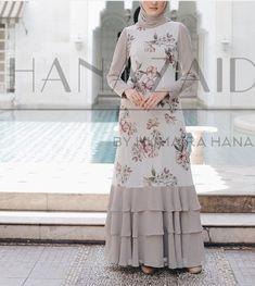 Batik Fashion, Abaya Fashion, Fashion Dresses, Lengha Blouse Designs, African Print Dress Designs, Latest Dress Design, Hijab Evening Dress, Muslim Women Fashion, Sleeves Designs For Dresses