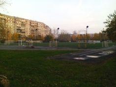 Стадион ЖБИ с искусственным футбольным полем, освещением, беговыми дорожками.