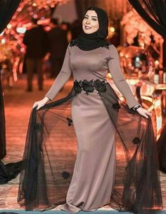 Best designer of latest dgn Hijab Dress Party, Muslim Wedding Dresses, Hijab Outfit, Arab Fashion, Muslim Fashion, Simple Dresses, Beautiful Dresses, Beautiful Vietnamese Women, Muslim Gown