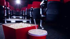 Elokuvissa on käyty tänä vuonna ennätysmäärä, kertoo Suomen Filmikamari ry:n toimitusjohtaja Tero Koistinen. Vuoden viimeiset päivät ratkaisevat, päästäänkö 9 miljoonaan katsojaan. Näillä näkymin ennuste on 8,9 miljoonaa. Ennätyksen rikkoutumiseen vaikuttaa muun muassa se, paljonko katsojia uusin Tähtien sota ja Tenavat-elokuva keräävät vuoden viimeisinä päivinä. Yli kahdeksanmiljoonan kävijän raja ylitettiin viimeksi vuonna 2012, jolloin kävijämäärä oli …