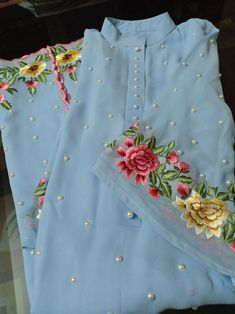 Embroidery Suits Punjabi, Embroidery Suits Design, Embroidery Fashion, Punjabi Suits Designer Boutique, Indian Designer Suits, Simple Kurti Designs, Kurta Designs Women, Stylish Dresses, Simple Dresses