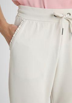 Soyaconcept Pantalones - sand - Zalando.es White Shorts, Women, Fashion, Templates, Legs, Pants, Sports, Moda, Fashion Styles