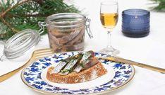 Dill- og karvesild | JUVIKSILD Alcoholic Drinks, Wine, Tableware, Kitchen, Food, Dinnerware, Cooking, Alcoholic Beverages, Tablewares