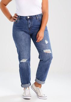 Lost Ink Plus. BOYFRIEND  - Jeans Relaxed Fit - mid denim. Verschluss:verdeckter Zip-Fly. Modelgröße:Unser Model ist 175 cm groß und trägt Größe 44. Beininnenlänge:77 cm bei Größe 44. Hosentaschen:Gesäßtaschen,Seitentaschen. Passform:Loose Fit. Material Ob...