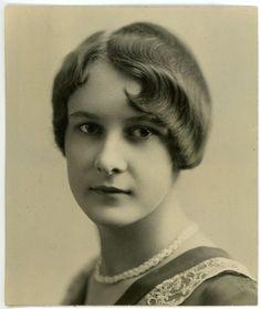 1930 PHOTO Missouri St Louis Portrait Pretty Woman Short Hair Dorothy Knoblock