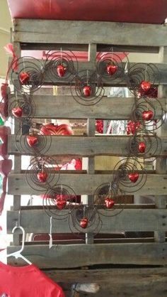 Bed Spring Crafts, Spring Projects, Spring Art, Valentine Decorations, Valentine Crafts, Holiday Crafts, Valentines, My Funny Valentine, Rusty Bed Springs