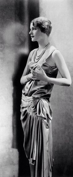 Lee Miller, 1928 // Edward Steichen -repinned by Los Angeles portrait studio http://LinneaLenkus.com  #portraits