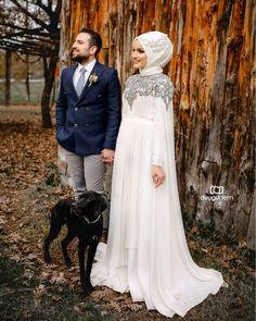 Görüntünün olası içeriği: 2 kişi, ayakta duran ins Hijab Evening Dress, Hijab Dress Party, Evening Dresses With Sleeves, Wedding Dress Sleeves, Muslimah Wedding Dress, Muslim Wedding Dresses, Muslim Dress, Wedding Gowns, Evening Dresses Australia