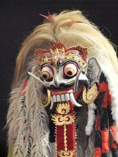 Indonesia-Bali Barong Dance / Dança do Barong Barong Bali, Mask Painting, Indonesian Art, Masks Art, Japanese Prints, Dragon Art, Fantasy Inspiration, Denpasar, Tribal Art