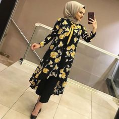 BEKLENEN TUNİĞİMİZ RENKLERİYLE YENİDEN STOKLARDA Hijab Fashion Summer, Modern Hijab Fashion, Abaya Fashion, Muslim Fashion, Modest Fashion, Fashion Outfits, Modest Dresses, Casual Dresses, Hijabi Gowns