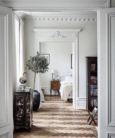 Another one from this dream on Högbergsgatan we recently styled for @wredefastighetsmakleri || Photo @fboukari || _____________________________________________ #stylingbybalthazarinterior #homestyling #homestaging #inredningsinspiration #styling #balthazarinterior #home #inredare #interiör #inredningsdetaljer #dekoration #interiordesign #interior #decoration #interiordesigner #inredning #inredningsdesign #inredningsinspiration #stockholm #wrede #wredefastighetsmakleri