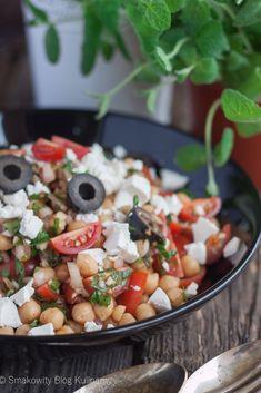 Turecka sałatka z ciecierzycą Cobb Salad, Salsa, Ethnic Recipes, Food, Diet, Essen, Salsa Music, Meals, Yemek