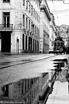 """500px / Photo """"Romantic Lisbon"""" by Jorge Maia Ah! Lisboa, tan hermosa... ojalá un día vuelva a visitarte y subir al Elevador de Santa Justa y Caminar por el puerto y escuchar un fado..."""