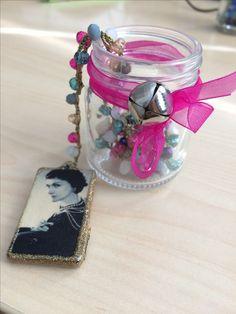 Collana all'uncinetto lunga multicolor con ciondolo Coco Chanel