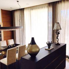 Doble cortina con rieles motorizados de visillos de la coleccion forever de Alhambra Internacional. #alhambrainternacional #voiles #cortinas #lizzo #design #diseñointerior #salon #livingroom #ideas #style #modern interiordesign