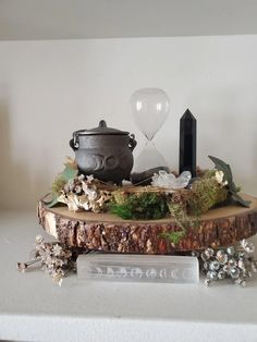 Autel Wiccan, Pagan Altar, Witch Alter, Witch Room, Meditation Room Decor, Crystal Altar, Eclectic Witch, Baby Witch, Witch Decor